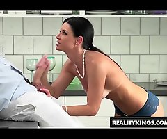 Supreme mummy (India Summer) sucks stepson - Definiteness Kings